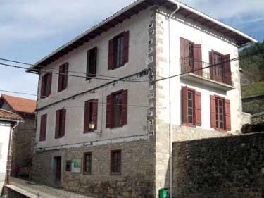 La Escuela/Casa Consistorial, antes de su última reforma de 2013