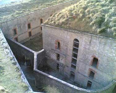 Muros del Penal de San Cristóbal, que fueron derribados recientemente para borrar rastros de su uso como cárcel franquista