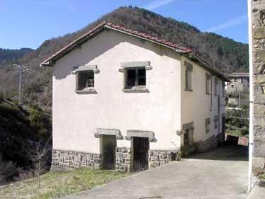 Exterior de casa Malkorna en su etapa de matadero municipal