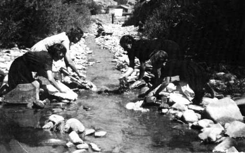 Lavanderas en el río Biniés