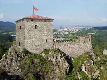 Los castillos, infrastructuras que antaño había que mantener y proveer.
