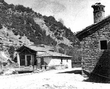 Casa Pexenena, con su chimenea roncalesa.