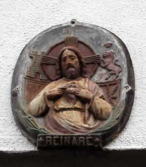 El Sagrado Corazón de Jesús, en la fachada de casa Kostiol