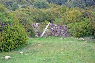 Restos de la borda de Landarna, en Odieta (Foto: www.mendikat.com)
