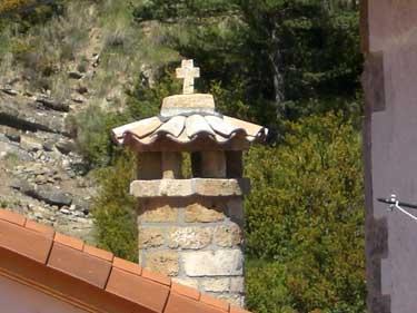 Chimenea de casa Montxonena, emulando a las antiguas chimeneas roncalesas