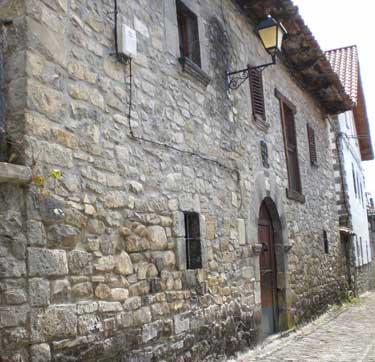 Casa Ferniando, en la calle Ecuador de Vidángoz (antiguo barrio de Iribarnea)